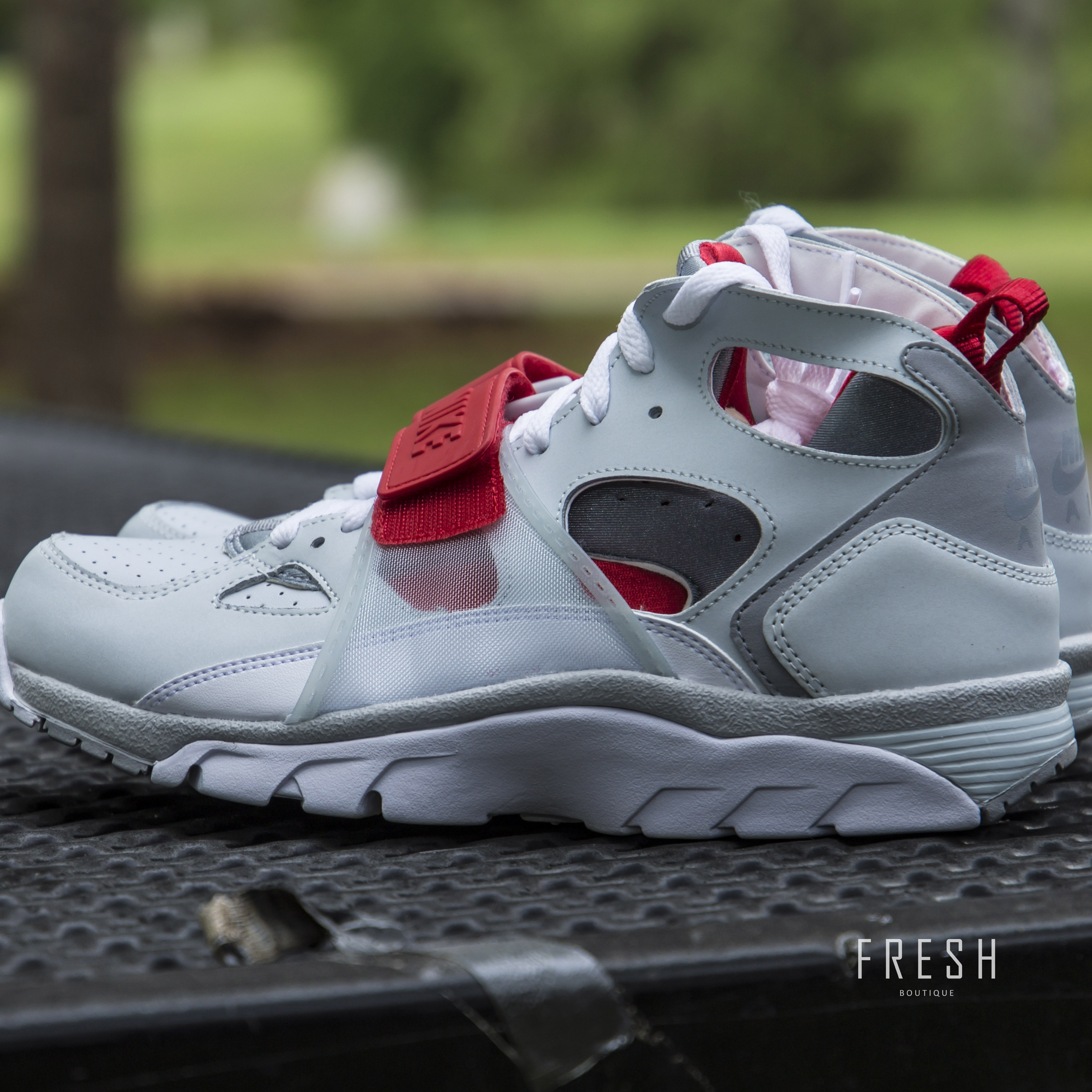 nike air trainer huarache red wolf grey white. Black Bedroom Furniture Sets. Home Design Ideas