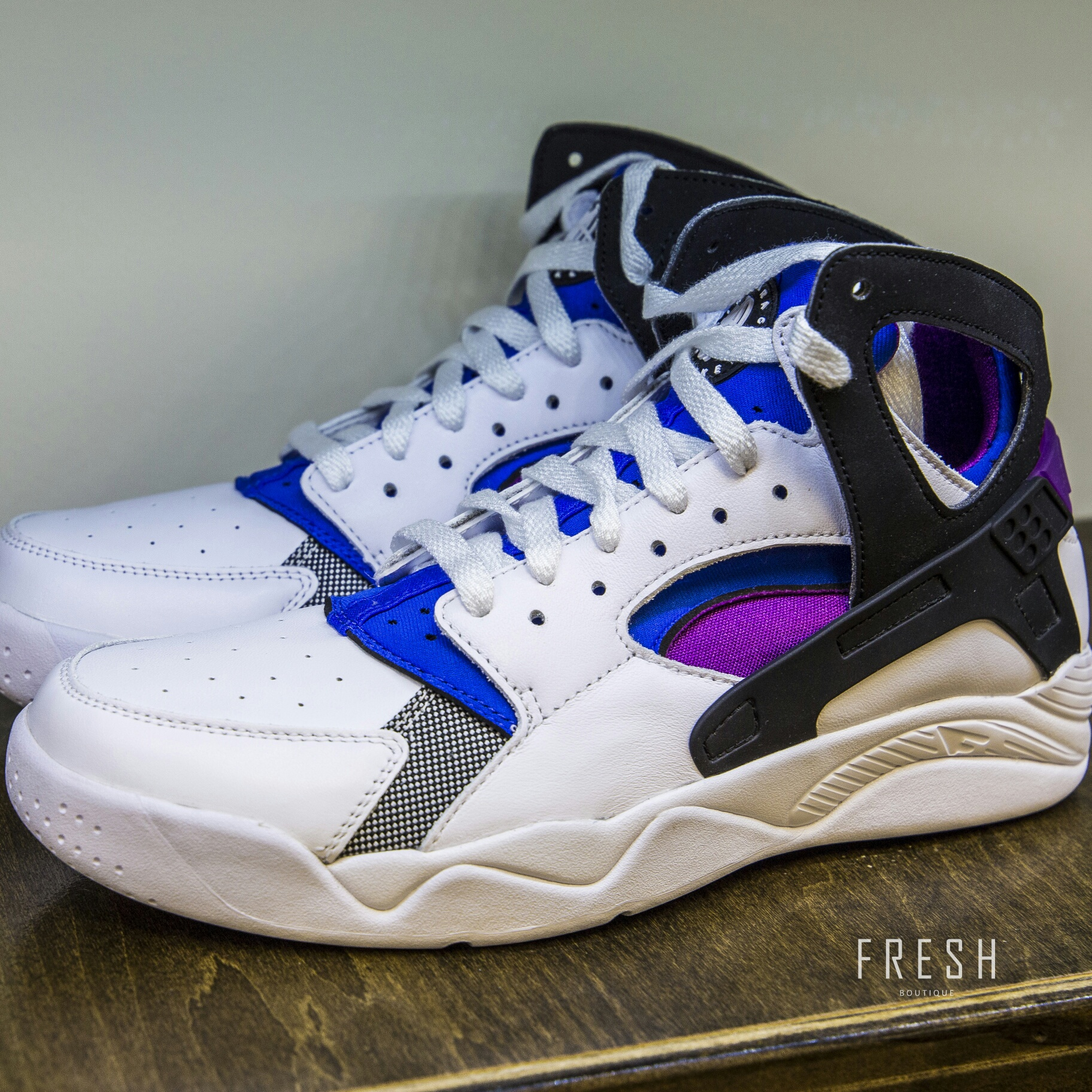 afe1a79ccd20 NIKE – AIR FLIGHT HUARACHE PREMIUM QS (WHITE